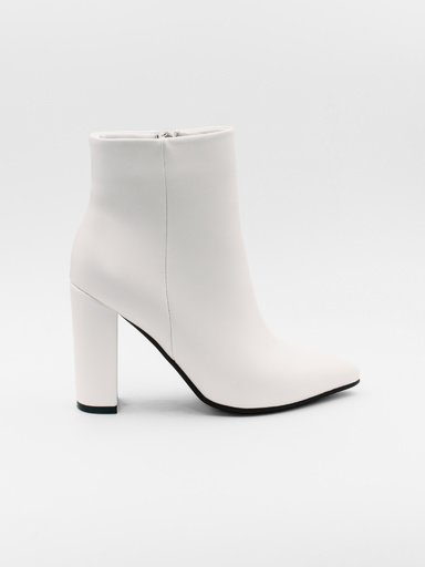 Ankle boots with a stable heel