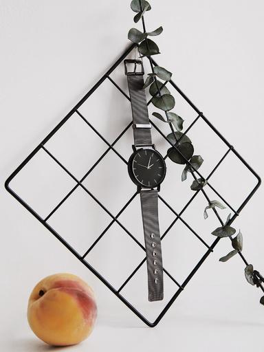 Наручные монохромные часы