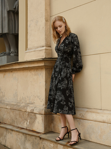 Dress with floral print on the smell