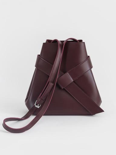 Trapeze bag with shoulder strap