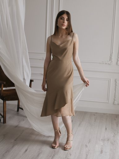 Fitted dress with thin straps with flounce